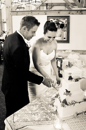 Sara Heidinger Photography- Cutting the Cake